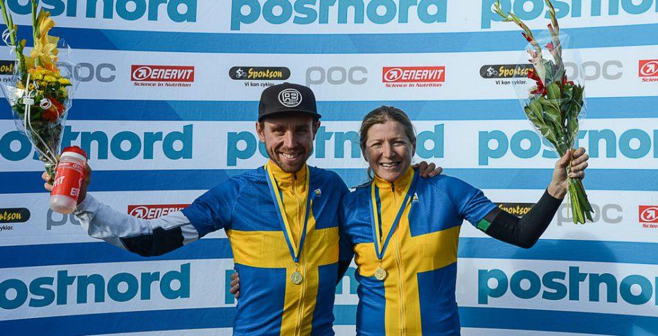Jennie Stenerhag och Emil Lindgren försvarade mästartitlarna i MTB Maraton