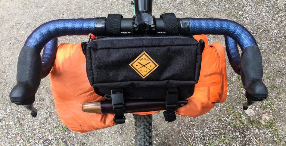 TEST: Restrap Bar Bag Holster – Spännande påshållare