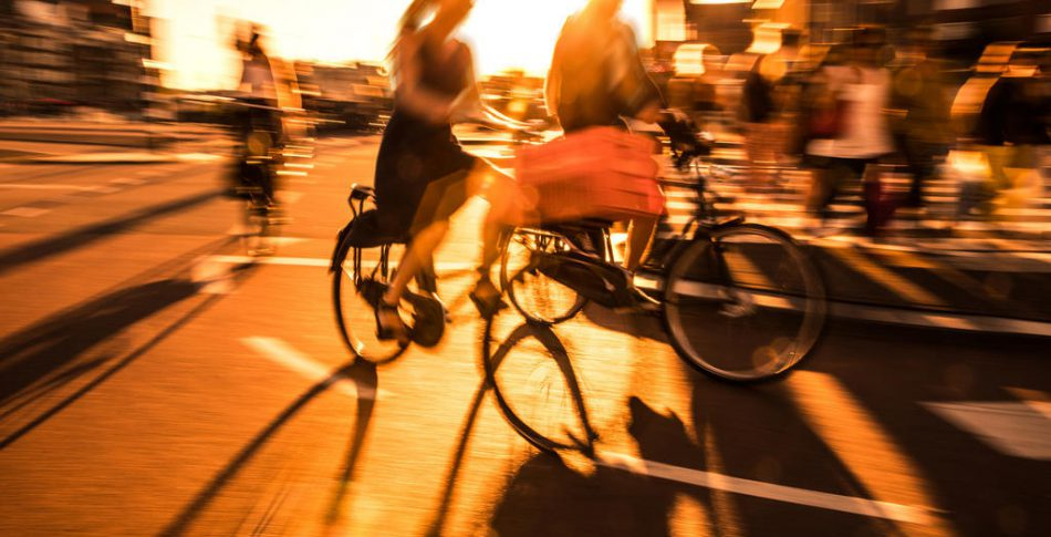 Äntligen! Cyklar får nu uttalat dela vägar med bilar