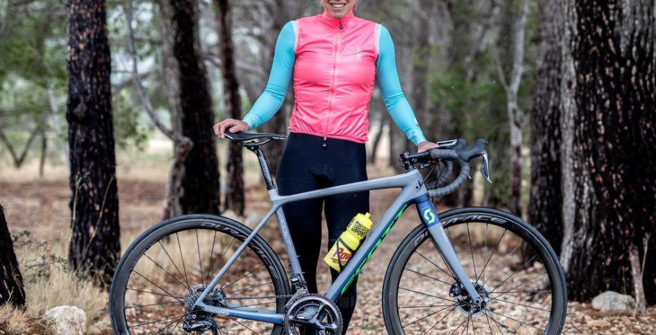 Hon kör Vueltan solo