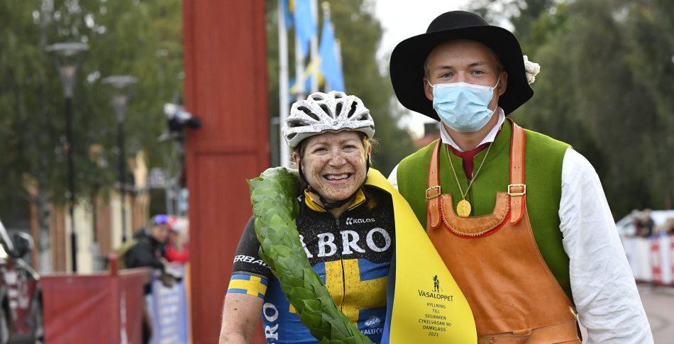 Jennie Stenerhag och Kristian Klevgård plockade segern på Cykelvasan 2021